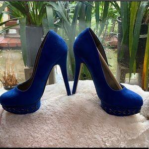 Blue suede pump
